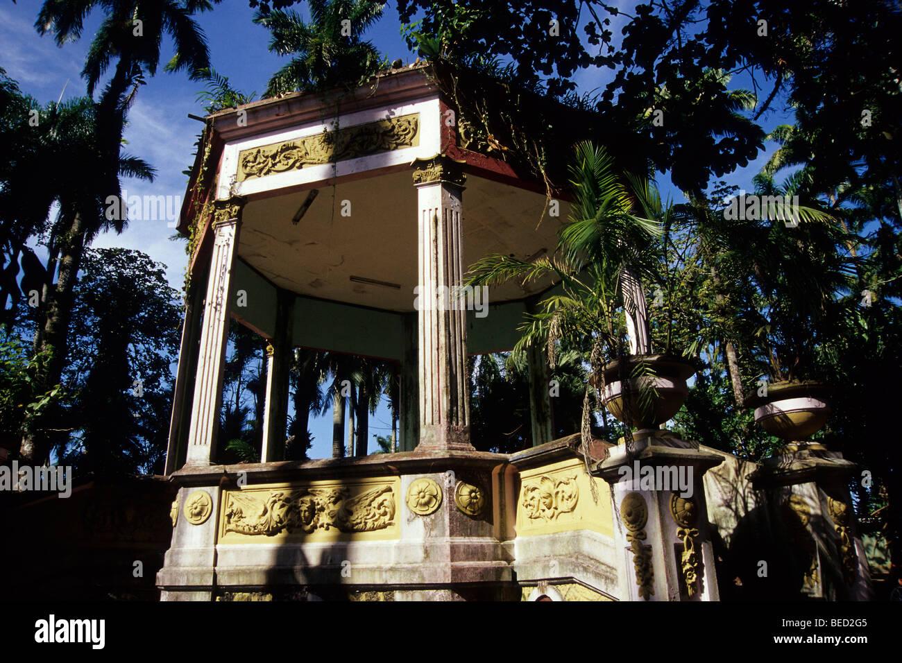 Scène en plein air dans un parc, typique kiosko dans le Balvanero Parque Vargas Molina, Puerto Limon, Caraïbes, Photo Stock