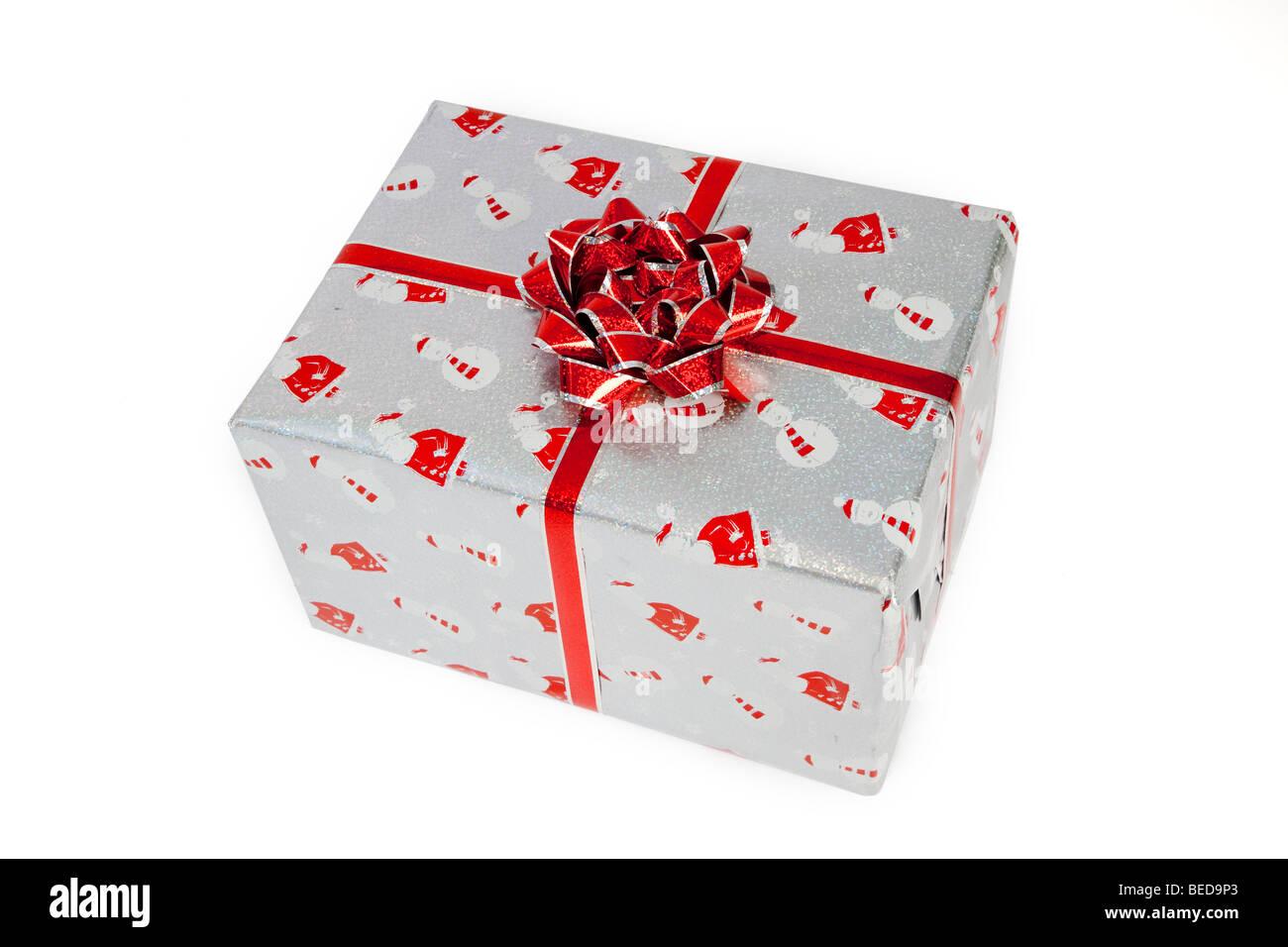 Cadeau de Noël, entourée d'un arc rouge et le père noël et bonhomme de papier Photo Stock