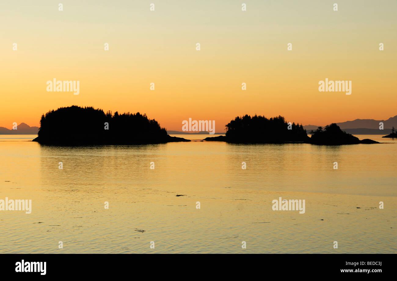 Groupe d'îles près de Port Hardy avant le lever du soleil, le passage de l'intérieur, l'île Photo Stock
