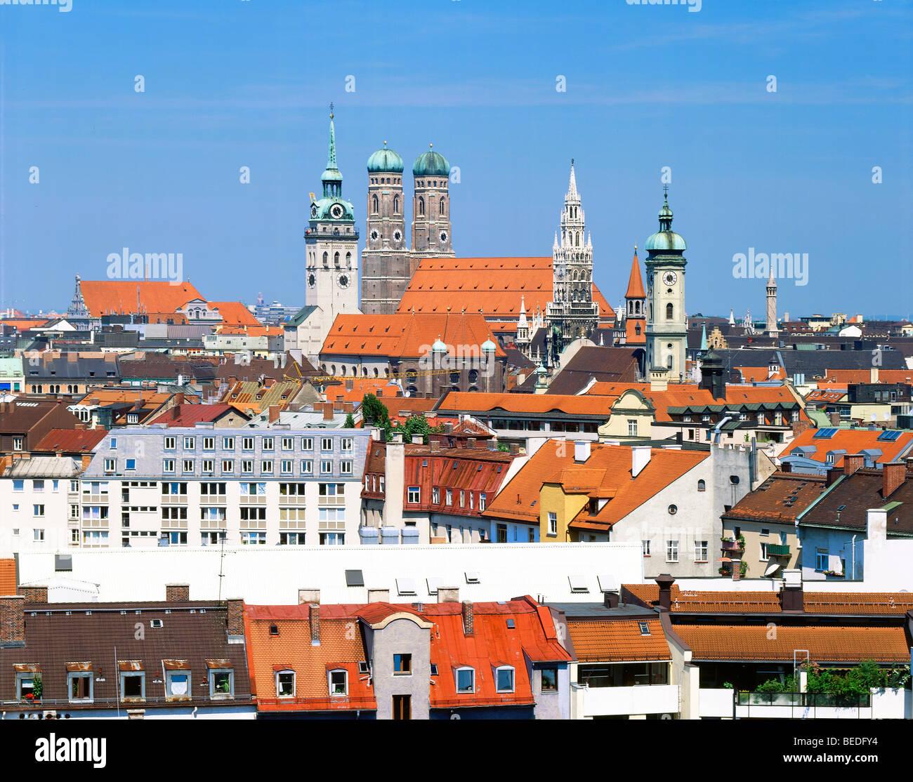 Centre de Munich avec la Cathédrale Frauenkirche, Peterskirche,, l'Hôtel de Ville et Heilig Geistkirche, Photo Stock