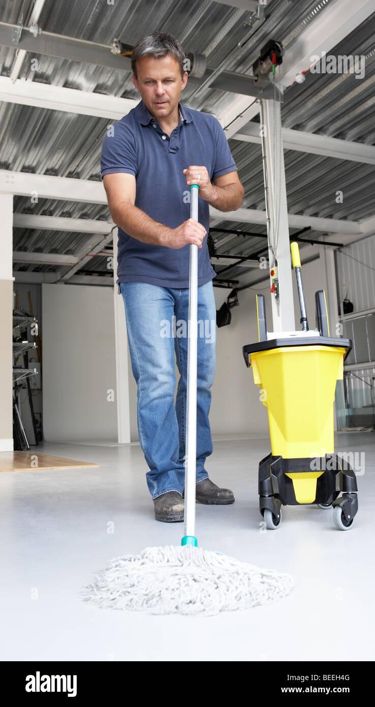 Nettoyage à l'étage bureau plus propre Photo Stock