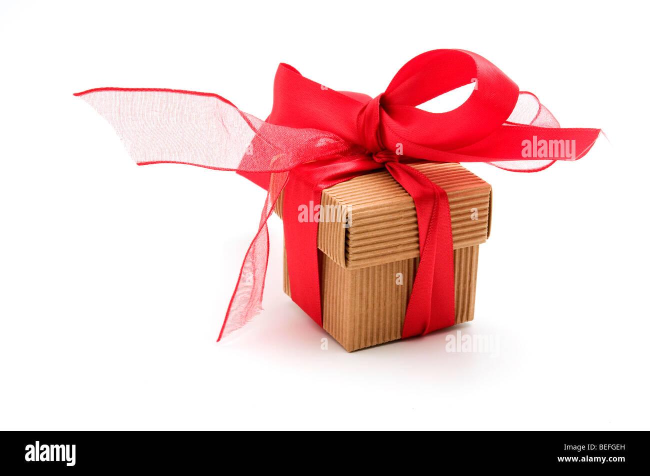 Boîte-cadeau sur fond blanc Photo Stock