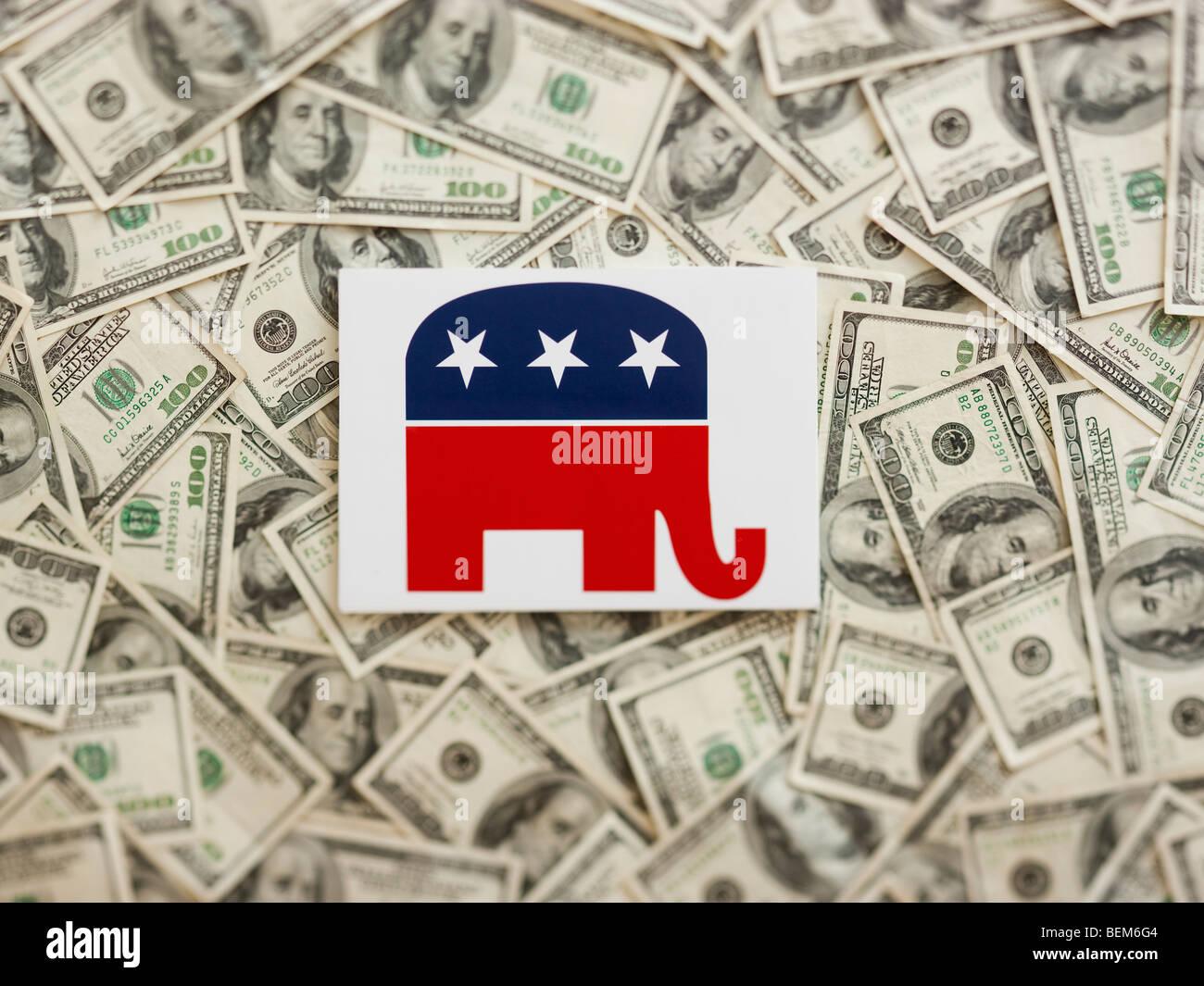 GOP symbol wtih US dollars as background Banque D'Images