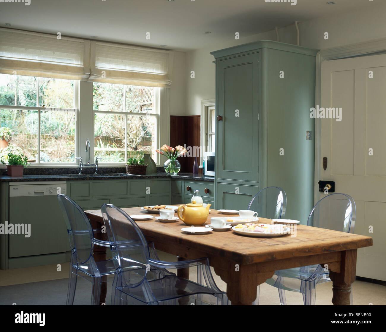 Chaises Ghost Philippe Starck A Lancienne Table En Pin Pays Cuisine Avec Fenetre Et Unites Turquoise Montes Stores Creme