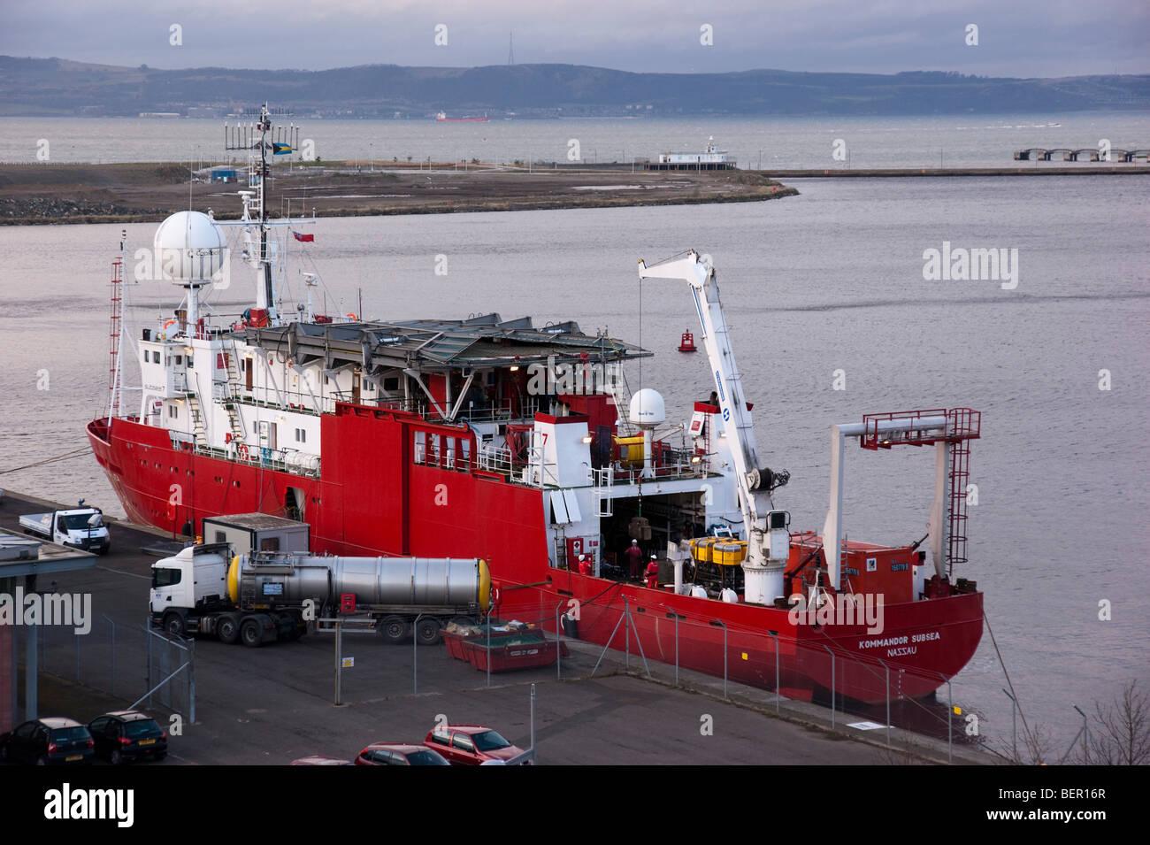 Ocean Terminal harbour Leith Edinburgh Scotland Kommandor Nassau sous-marin du navire de soutien à l'étranger Photo Stock