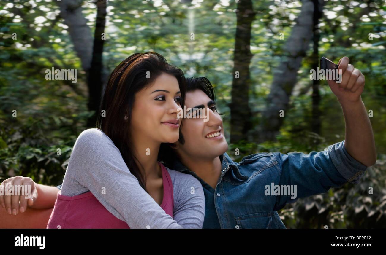 Couple de prendre leur propre photo Photo Stock