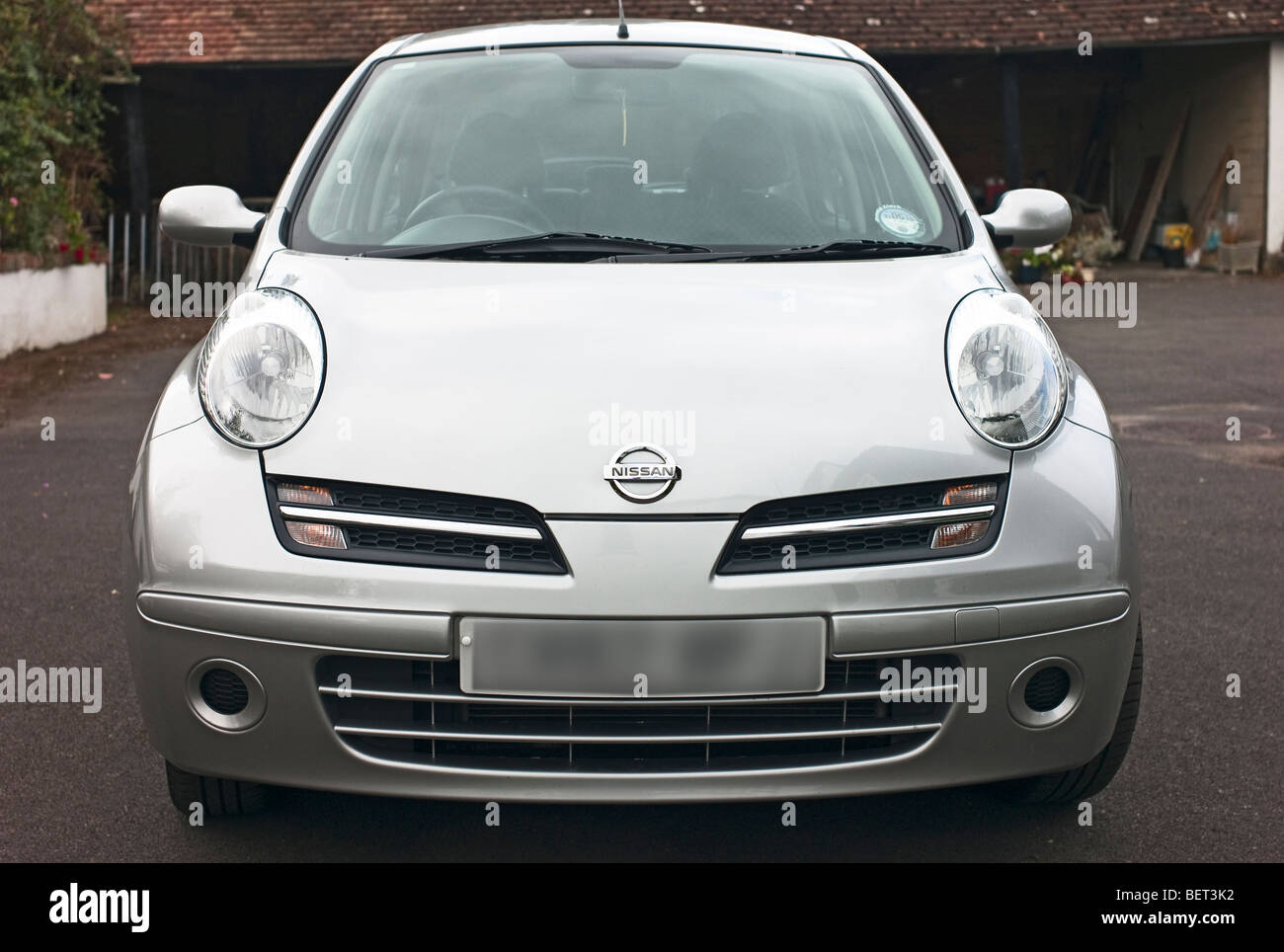Nissan Micra Spirita petite berline vue avant Photo Stock