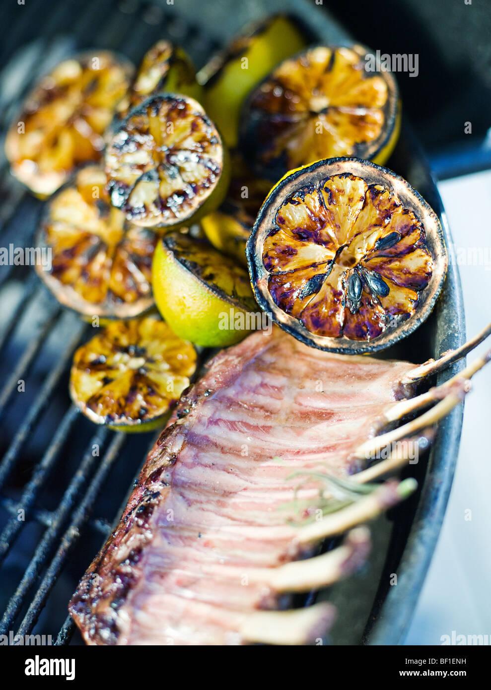 Citron grillé et de mouton, en Suède. Photo Stock