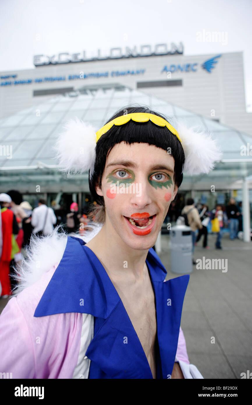 Fans habillés en costume de leur choix des personnages de bandes dessinées, des animations et des jeux Photo Stock