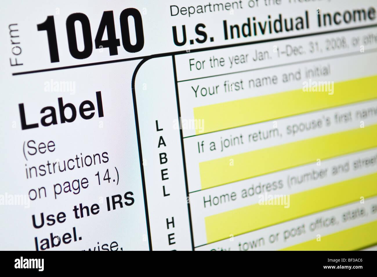 Les formulaires d'impôt sur le revenu des États-Unis sur le moniteur de l'ordinateur Photo Stock