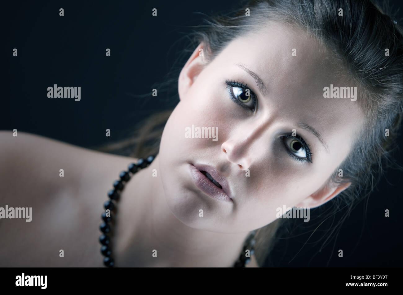 Portrait saisissant d'une jolie adolescente. Profondeur de champ Photo Stock