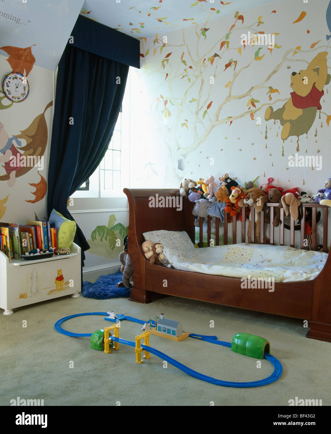 Un Lit Bateau Et Peint à La Main Winnie The Pooh Peinture