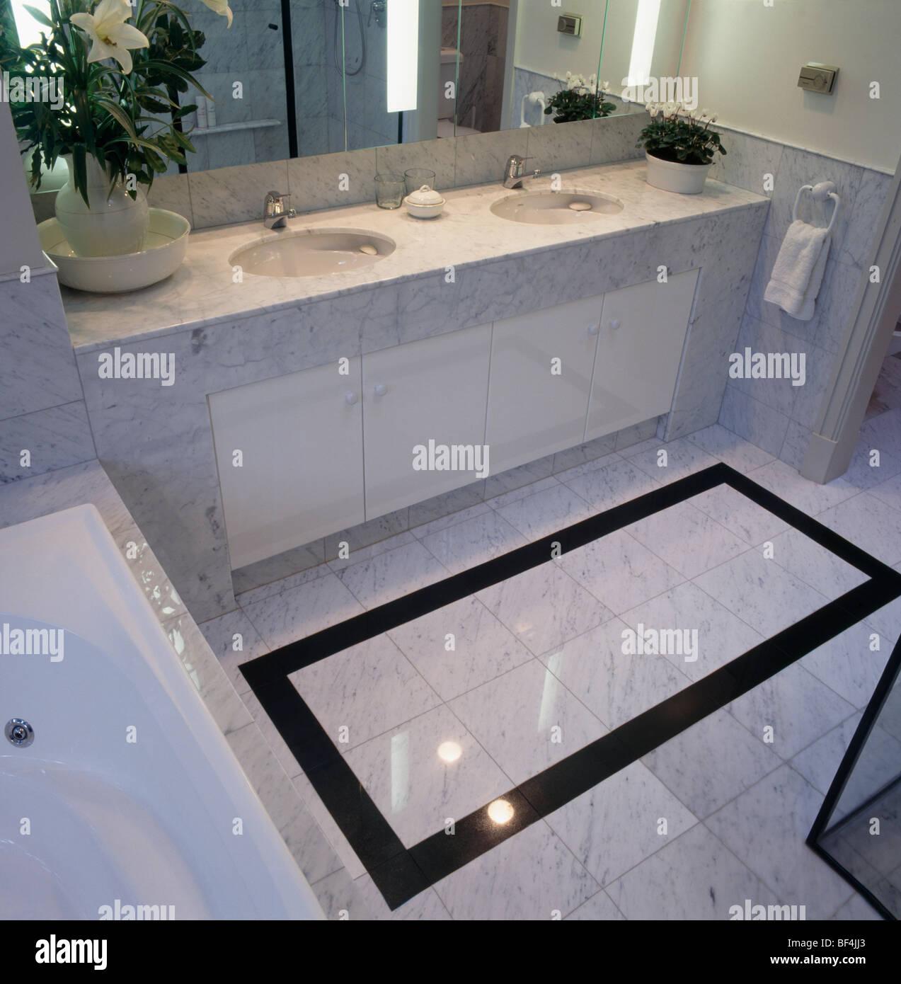 Carrelage Salle De Bain Marbre Noir ~ sol carrel noir sur la fronti re en carrelage dans salle de bains