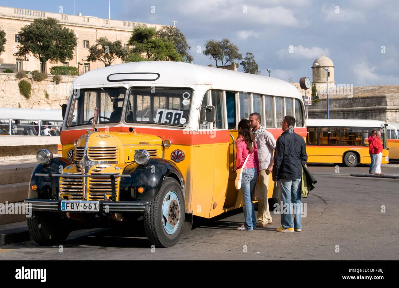 Malte Valletta City Bus de Transport Public jaune Photo Stock