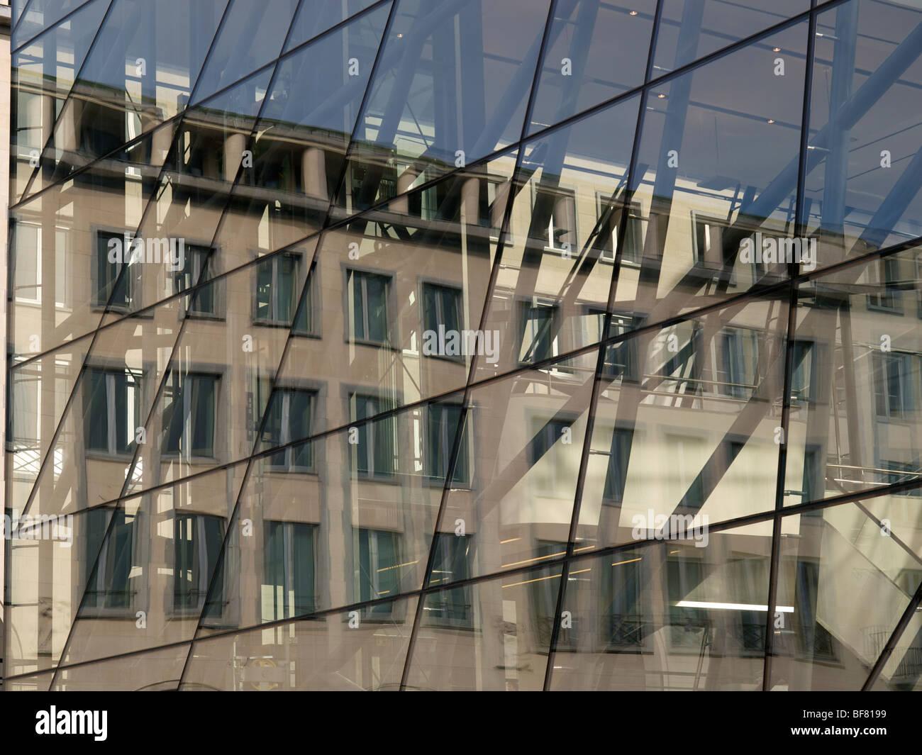 Résumé de l'image semi réflexions bâtiment et de motifs. Bruxelles, Belgique Photo Stock