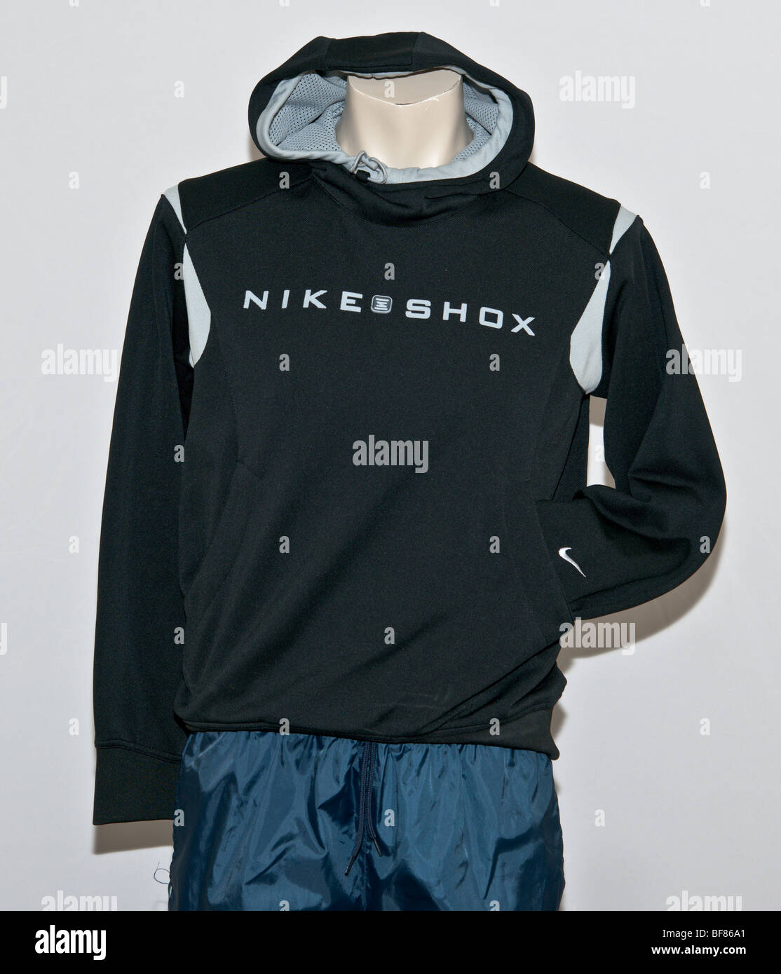 Veste de sport à capuche nike shox chaussures de sport généraux. vêtement  de marque. 0e330741740