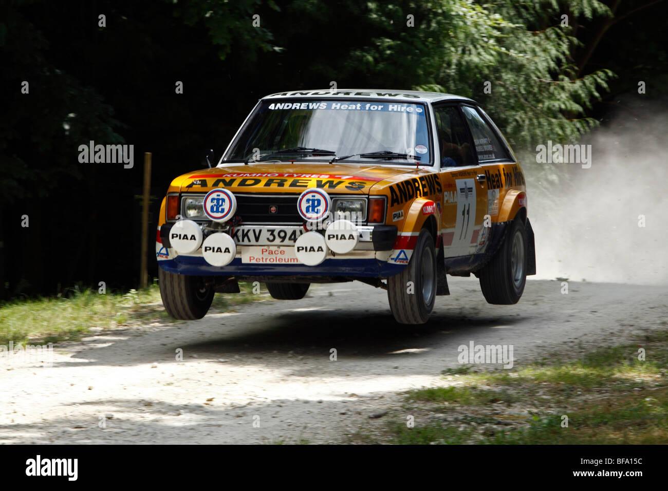 Talbot Sunbeam Lotus conduit par Russell Brookes sur le saut sur la scène rallye à Goodwood Festival of Speed 2009 Banque D'Images