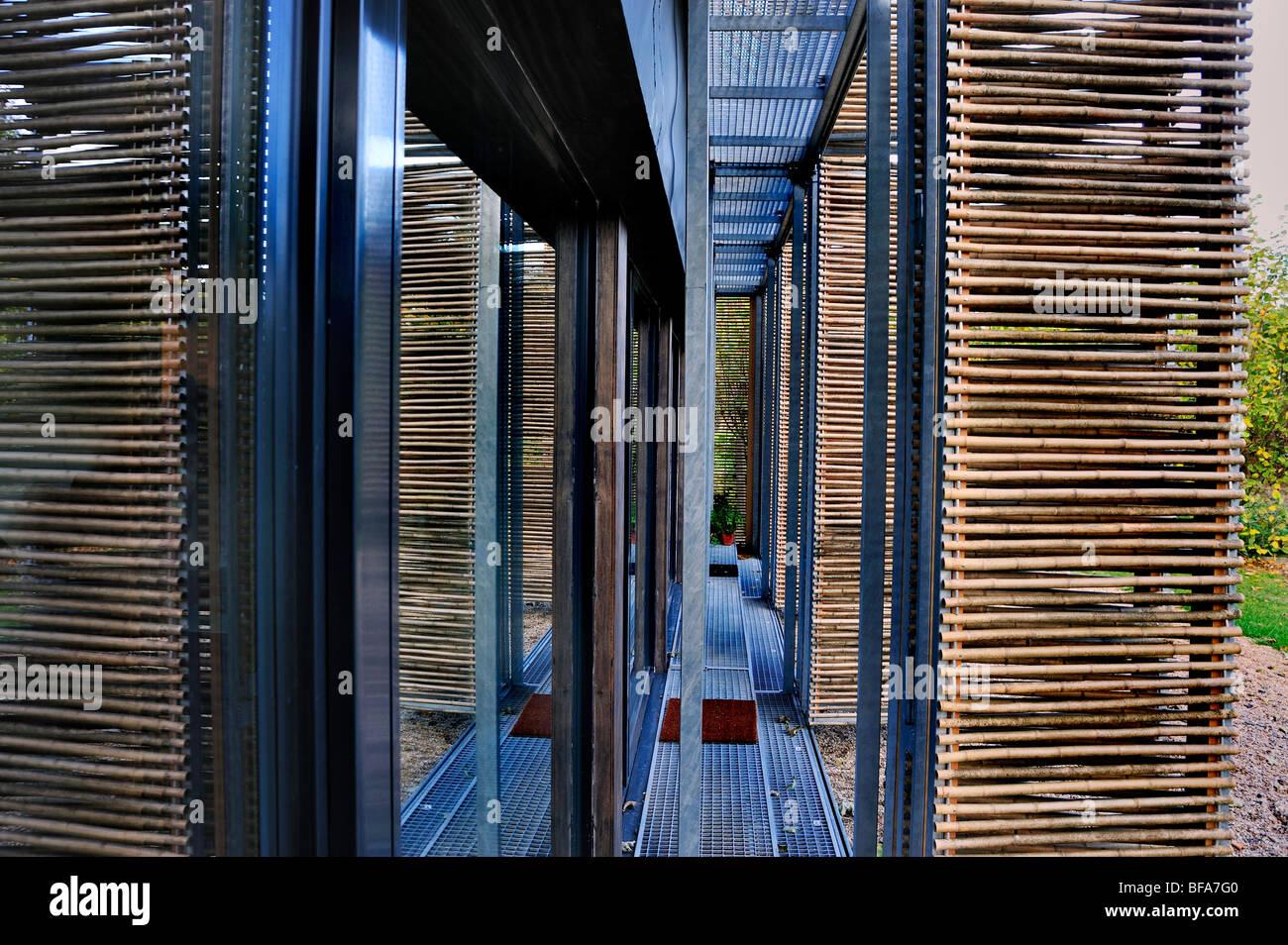 Paris, France, maison verte, la Maison Passive',eco house détails, nuances de bambou, portes en verre isolé Banque D'Images