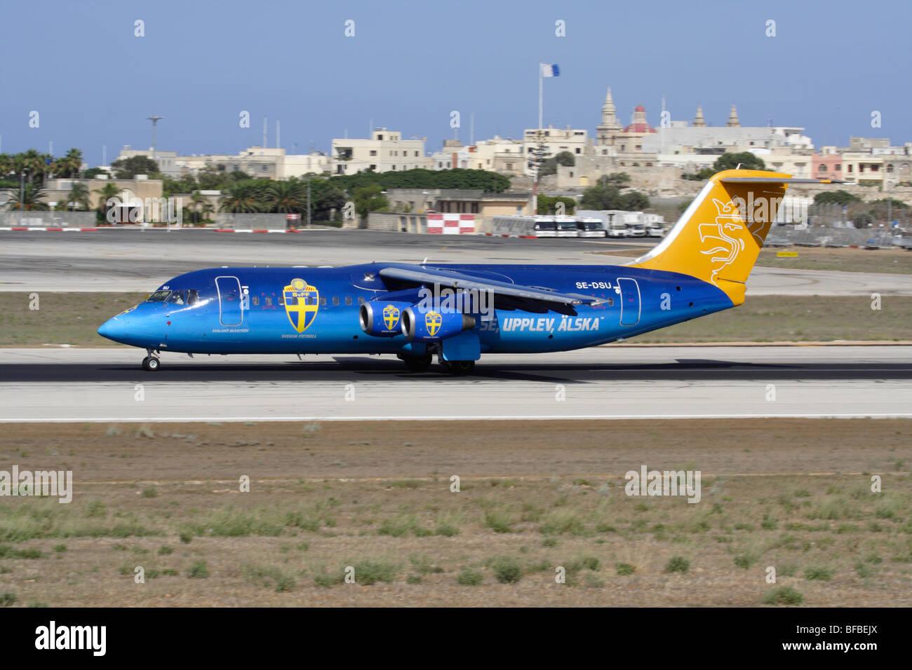 Malmo Aviation Avro RJ100 dans des couleurs spéciales au départ de Malte Photo Stock