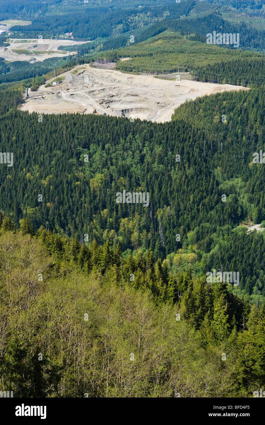 Une vue plongeante sur une gravière à l'Est de Washington, dans la Northbend Cascade Mountain Foothills, Photo Stock