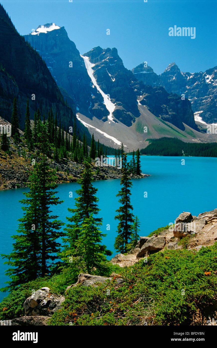 Le lac Moraine et les pics de Wenkchemna, Banff National Park, Alberta, Canada Photo Stock