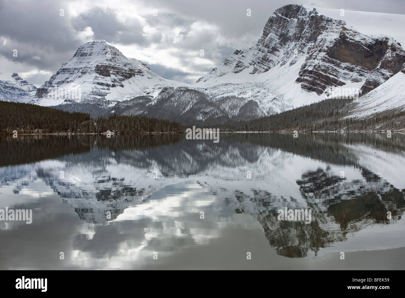 Le lac Bow, Bow Peak au sommet Bow, Banff National Park, Alberta, Canada Photo Stock