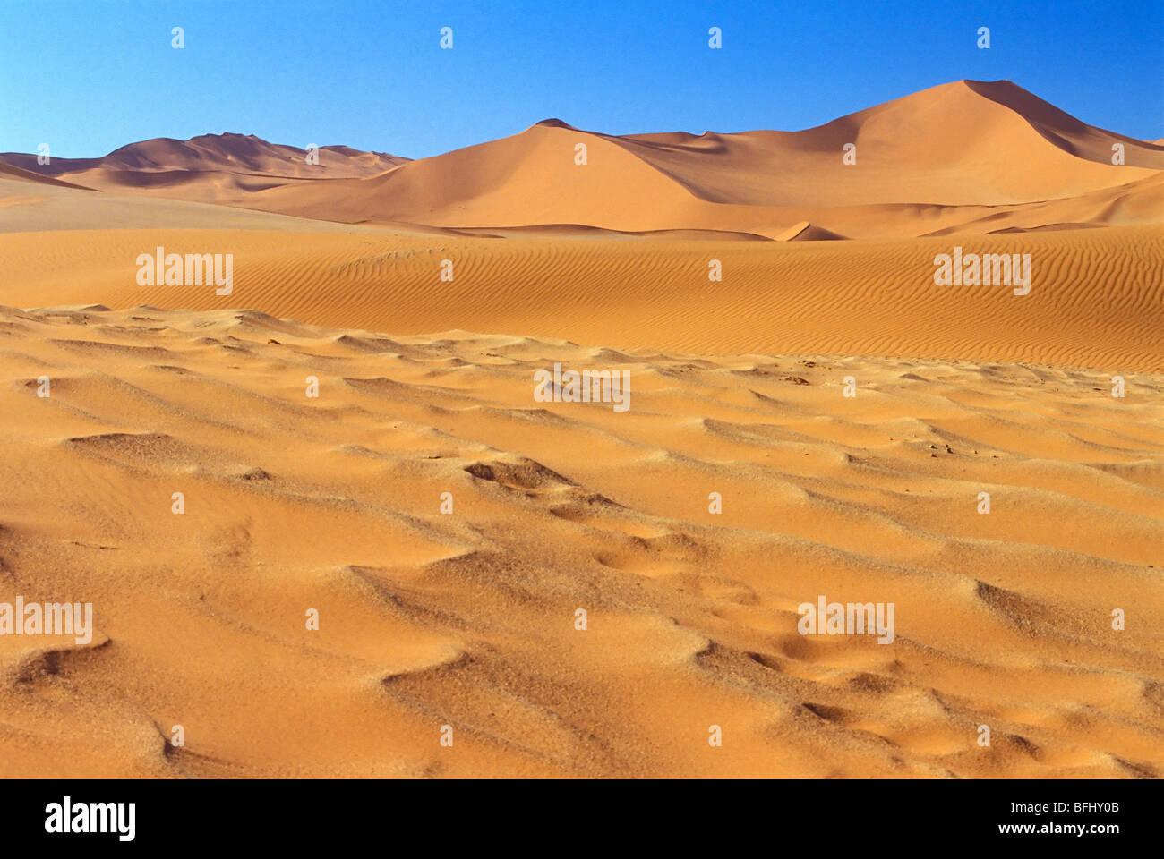 Dunes de sable dans le Parc National de Namib-Naukluft, Désert du Namib, Sossusvlei, Namibie, Afrique du Sud Photo Stock