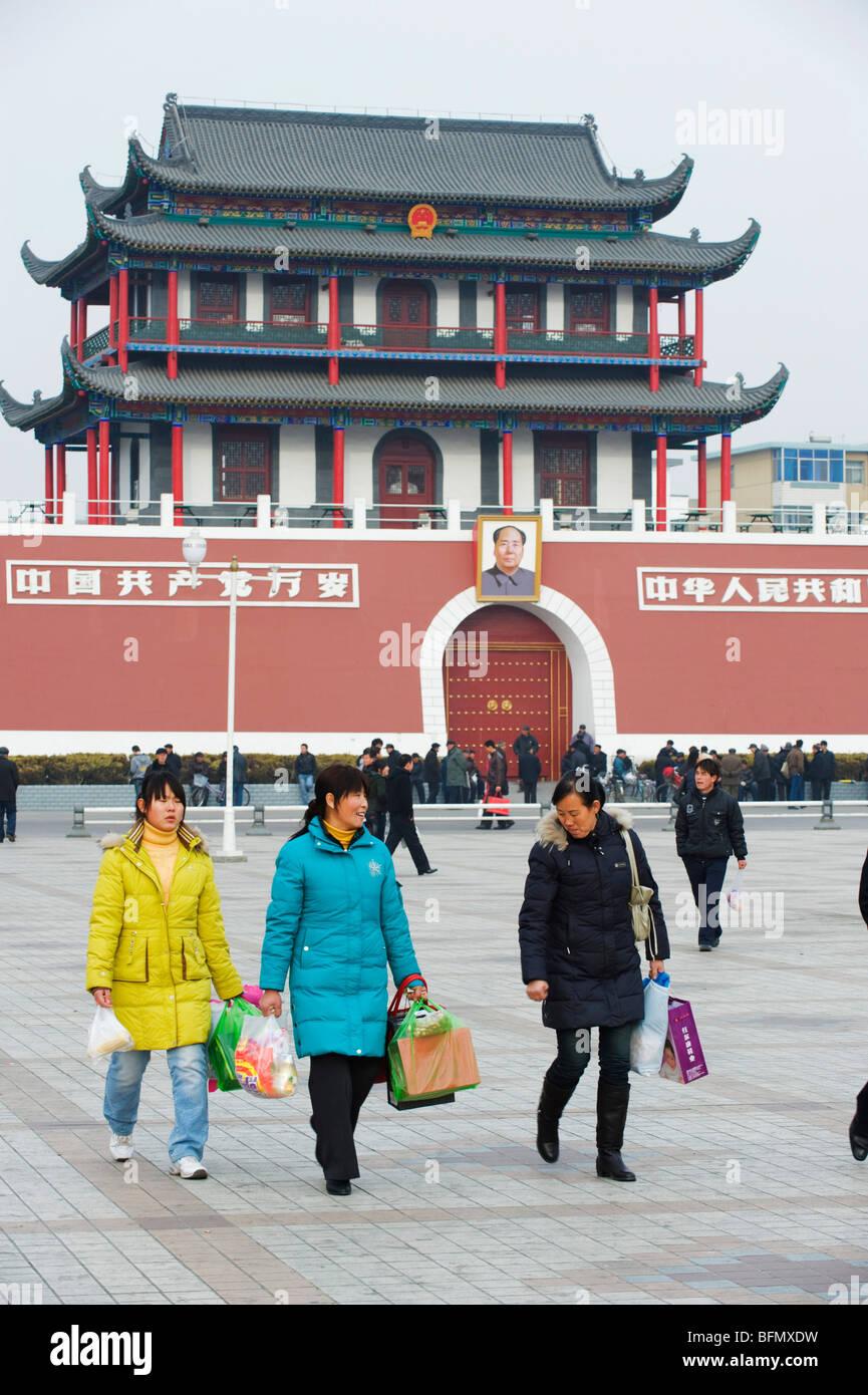 La Chine, de la province, Yinchuan Ningxia, réplique d'Tainanmen Square Banque D'Images
