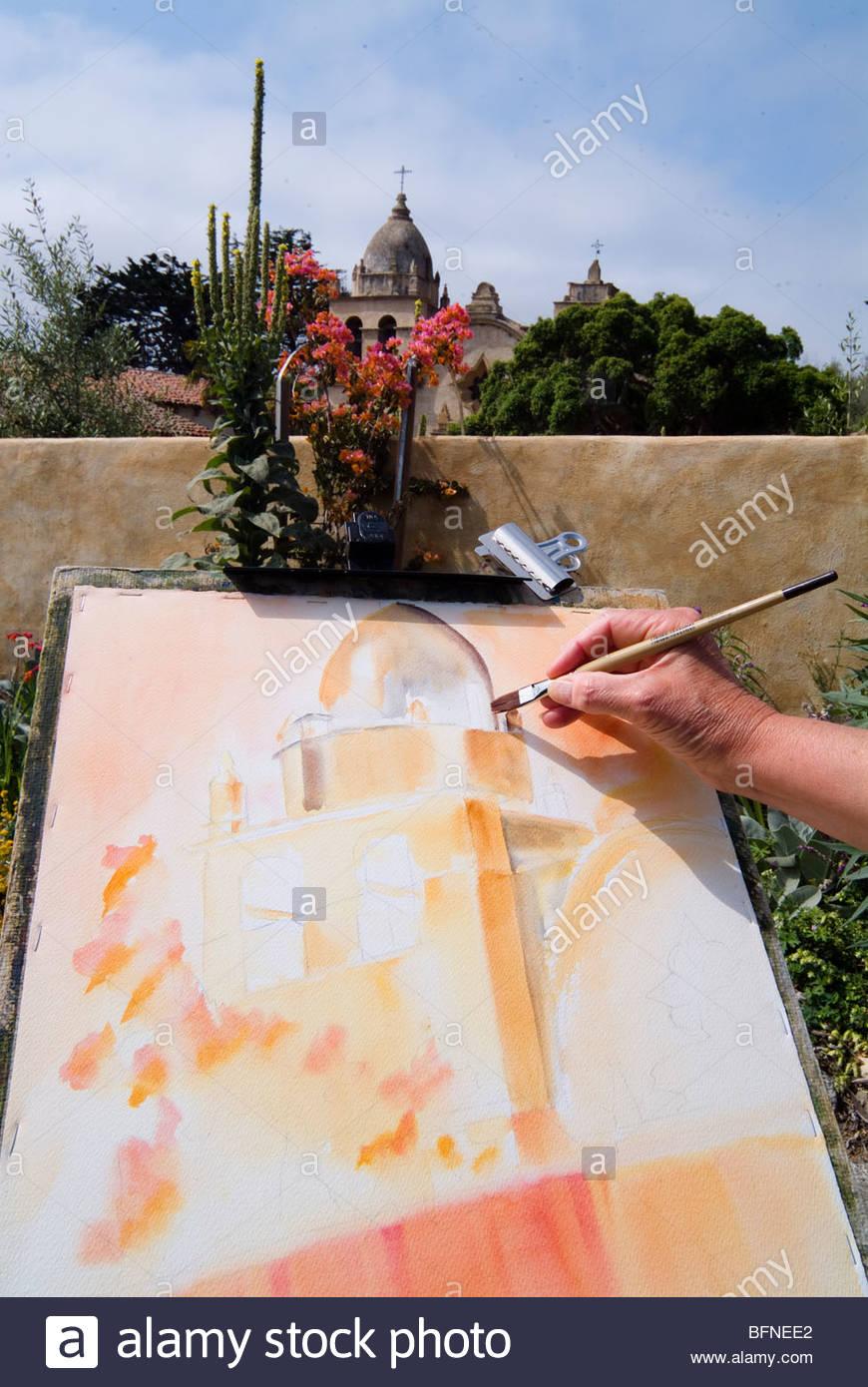 Diane Lee à l'extérieur de la peinture Carmel Mission. Photo Stock