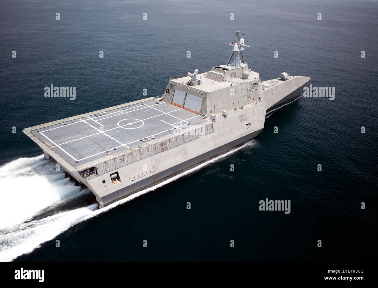 Le navire de combat littoral indépendance sont en cours durant les essais du constructeur dans le golfe du Photo Stock
