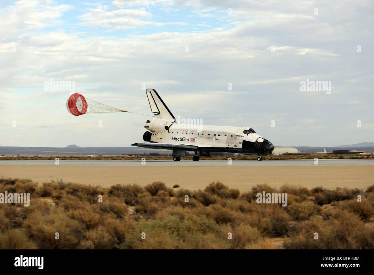 La navette spatiale Discovery déploie sa chute glisser comme le véhicule s'immobilise. Photo Stock