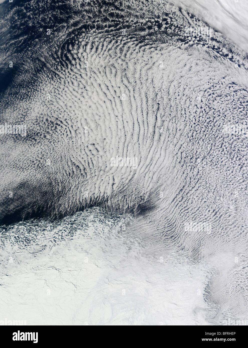 10 septembre 2009 - Nuages et glace de mer dans l'océan Austral. Photo Stock