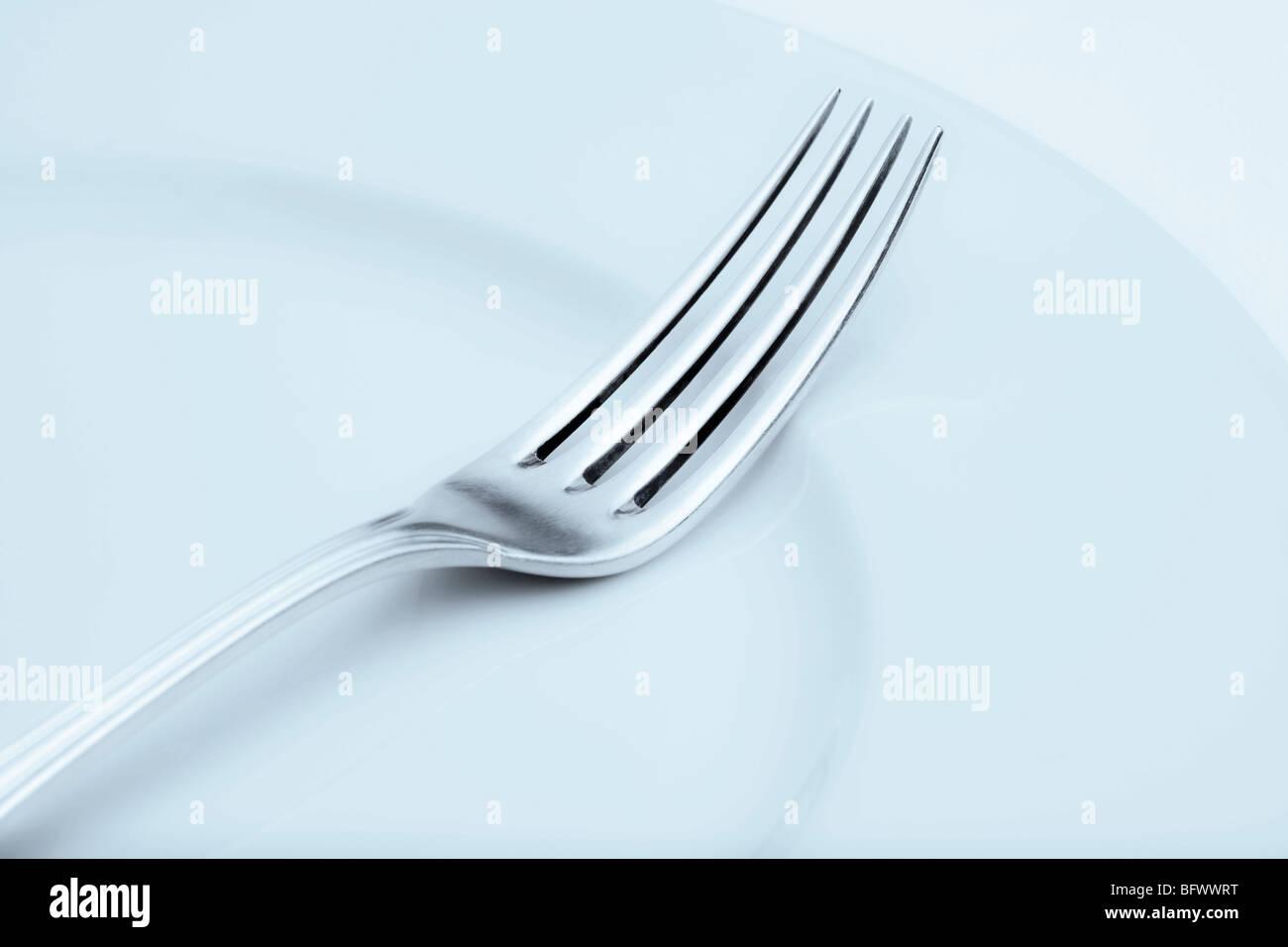 Réglage table élégante avec l'argenterie et la plaque-libre d'une fourchette Photo Stock