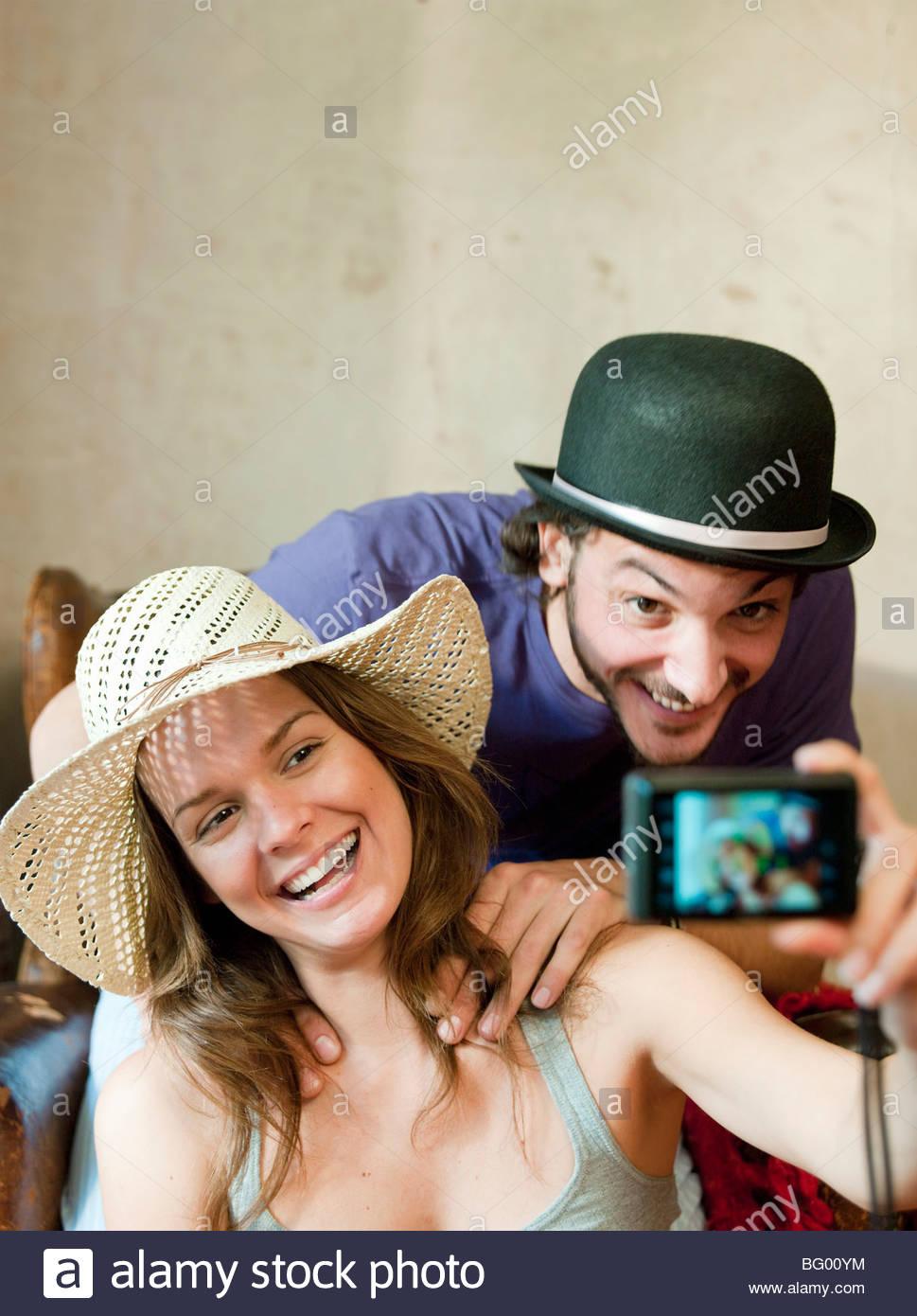 Dans deux chapeaux taking own photograph Photo Stock
