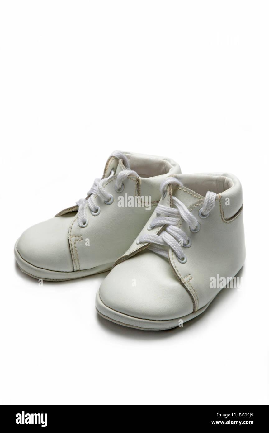 Chaussures bébé blanc sur blanc Photo Stock