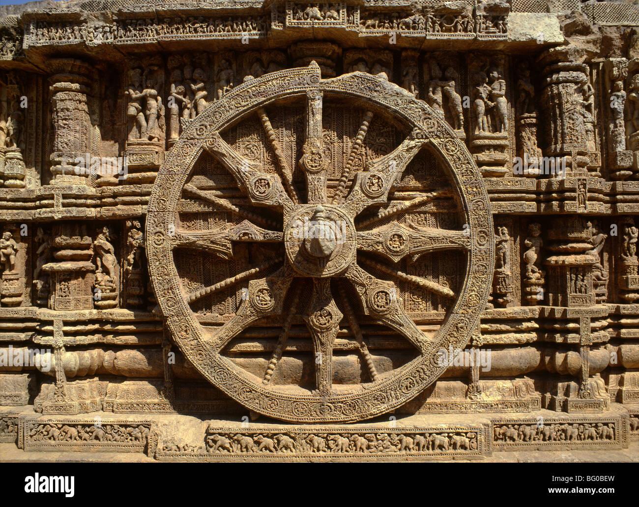 Roue de Surya's char sur l'extérieur du Temple du Soleil, datant du 13e siècle, Konarak, Orissa, Photo Stock