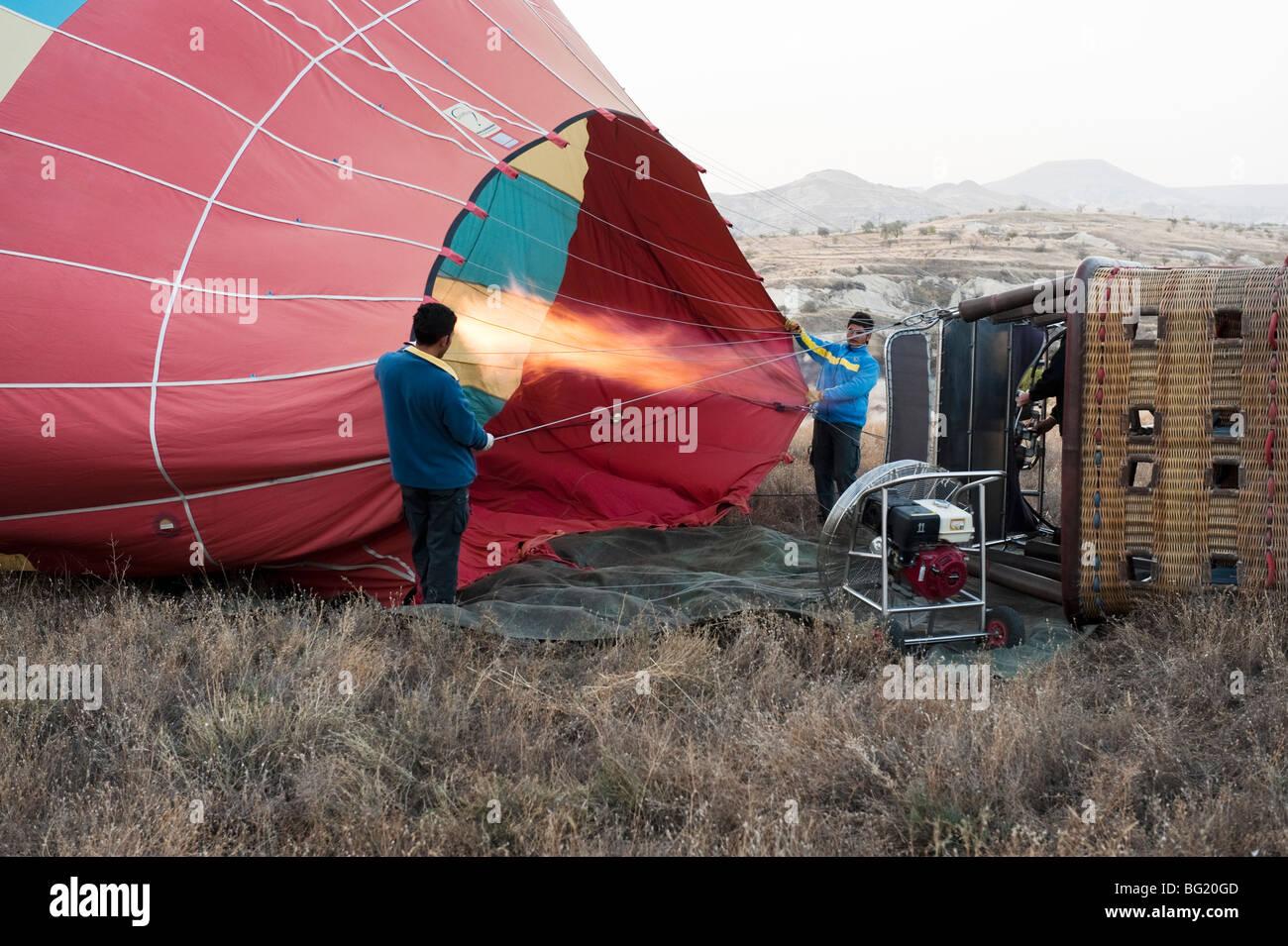 Visite pré-vol montgolfière préparation en Cappadoce, Turquie avec Kapadokya Balloons Photo Stock