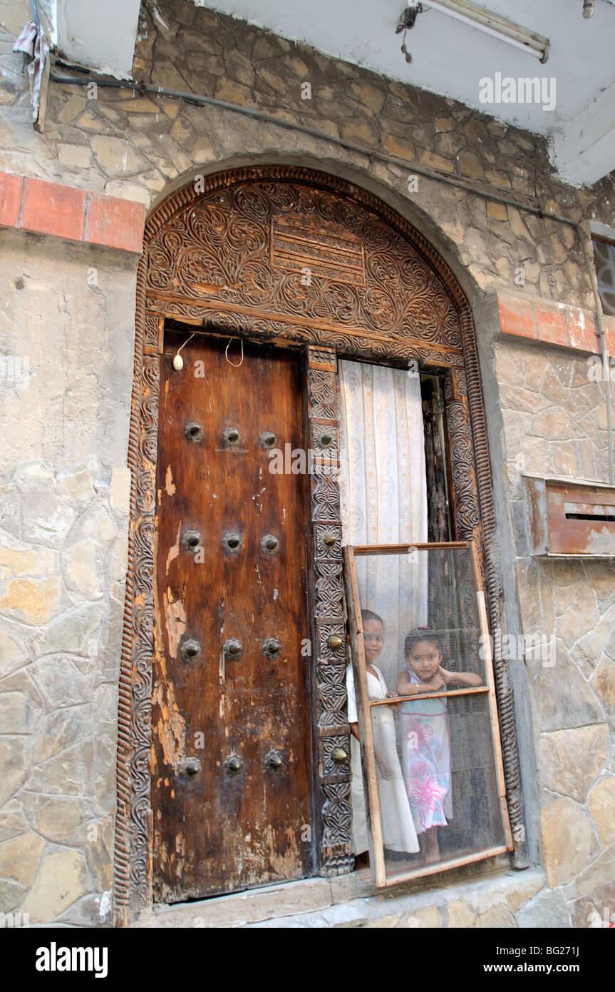 Porte dans l'Inde Kuu, Vieille Ville, Mombasa, Kenya Photo Stock