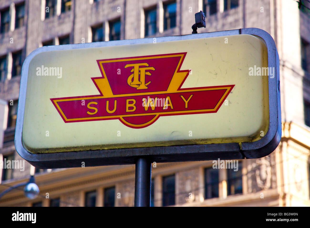 TTC, signe de métro au centre-ville de Toronto, Canada Photo Stock