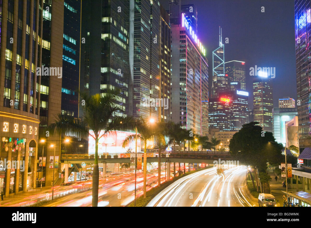 Freeway le long du port de Hong Kong Banque D'Images