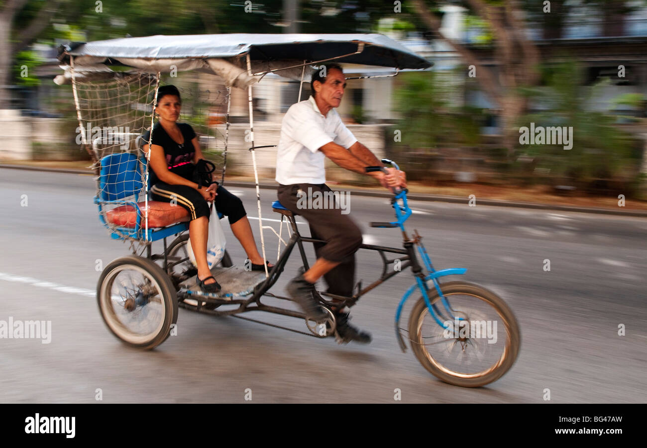 Vélo taxi traditionnel à La Havane, Cuba, Caraïbes Photo Stock