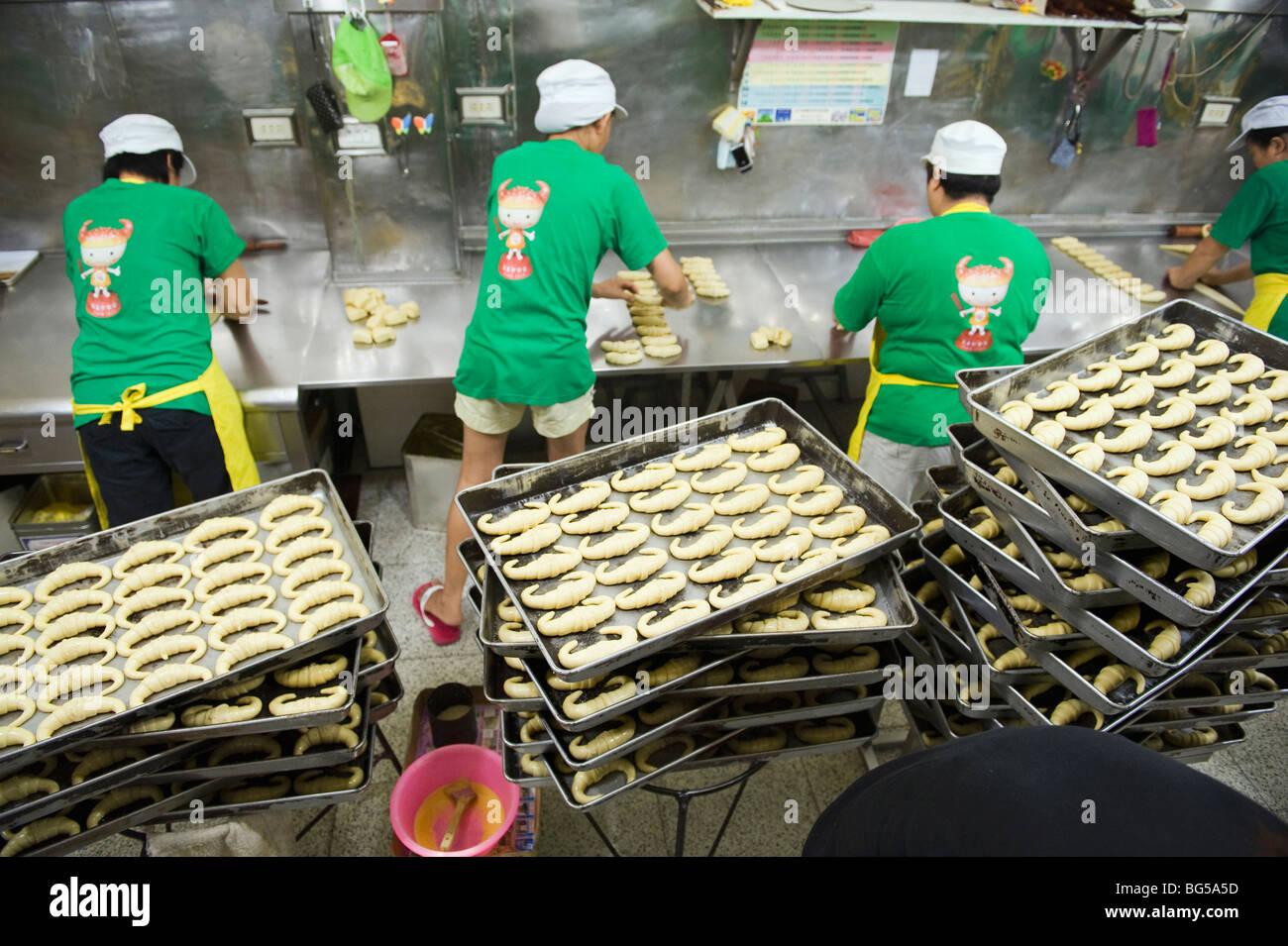 La ligne de production à la Fu Mei Hsiun croissant boulangerie. Photo Stock
