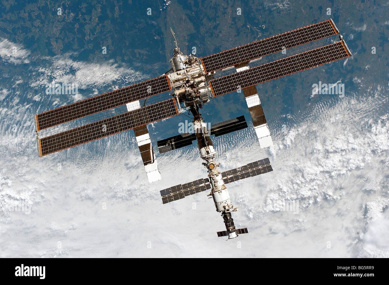 La Station spatiale internationale quelques instants après le désamarrage de la navette de la station. Photo Stock