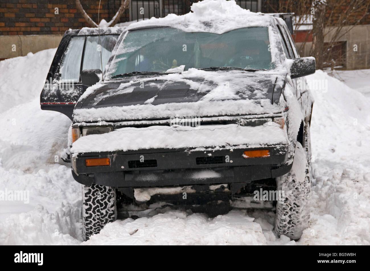 Voiture prise dans la neige Photo Stock