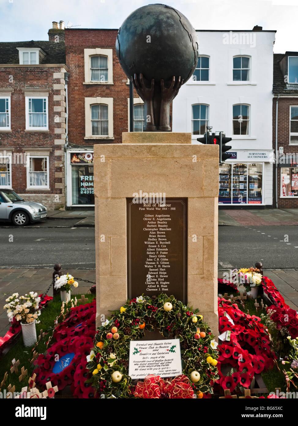 War Memorial de Wootton Bassett avec des couronnes de coquelicots, couronne de Noël, merci pour le message Photo Stock