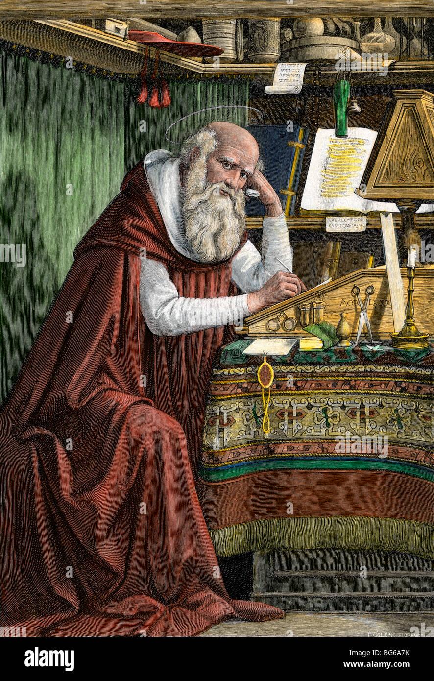 Saint Jérôme traduit la Bible en latin, connu sous le nom de Bible Vulgate. À la main, gravure sur Photo Stock