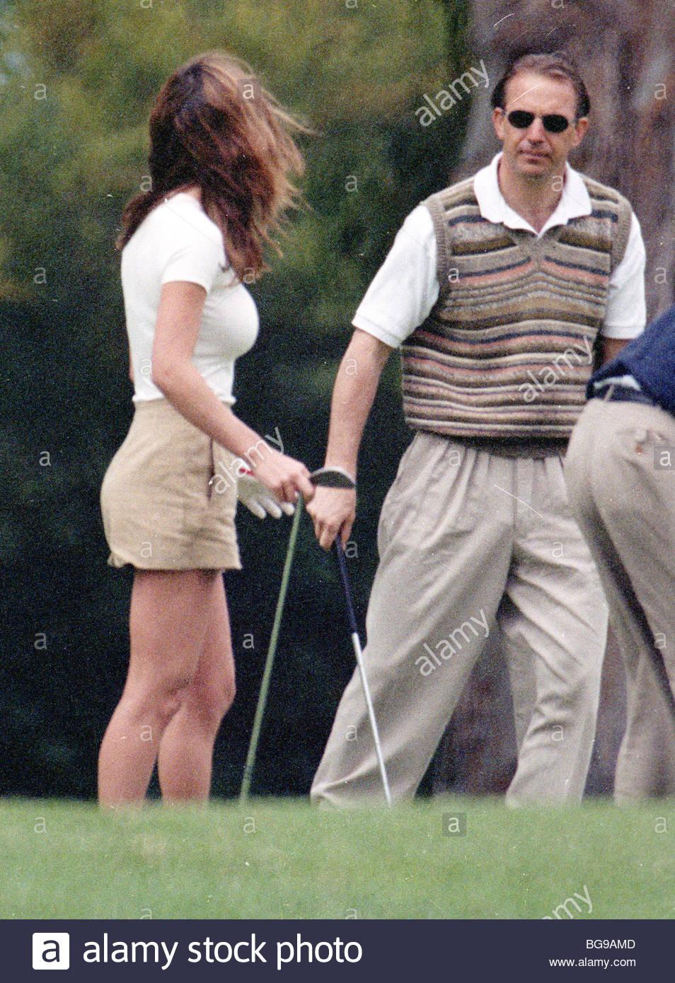 Debbe Dunning Kevin Costner Golf Avec Une Amie Debbe Dunning