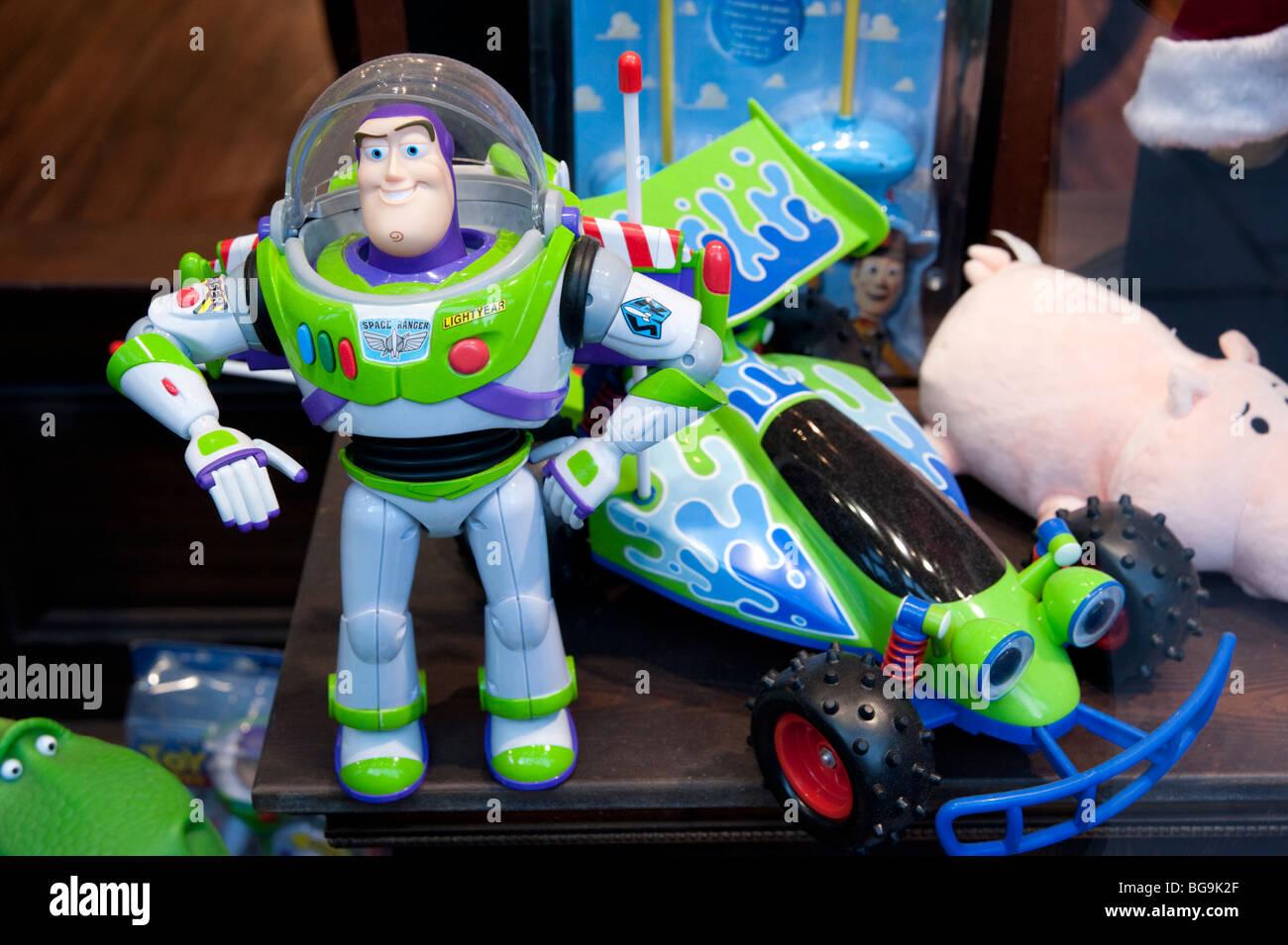 Buzz Lightyear jouets en vitrine, Angleterre, Grande-Bretagne, Royaume-Uni Photo Stock