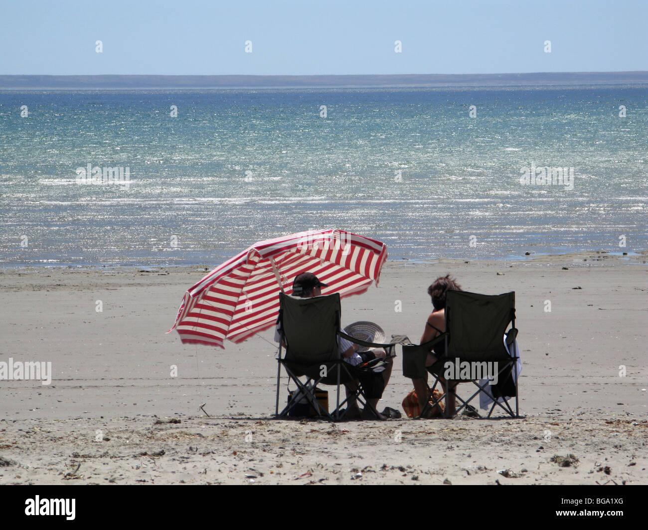 Sur la plage de Puerto Madryn, à marée basse, vous pourrez vous détendre sur la plage Banque D'Images
