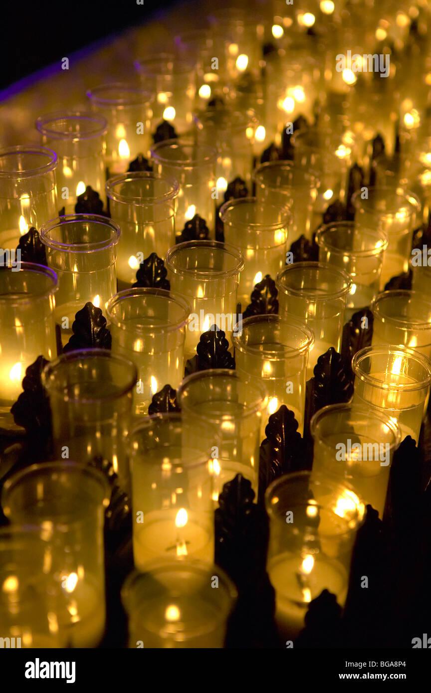 Autel de prière votive candles Photo Stock